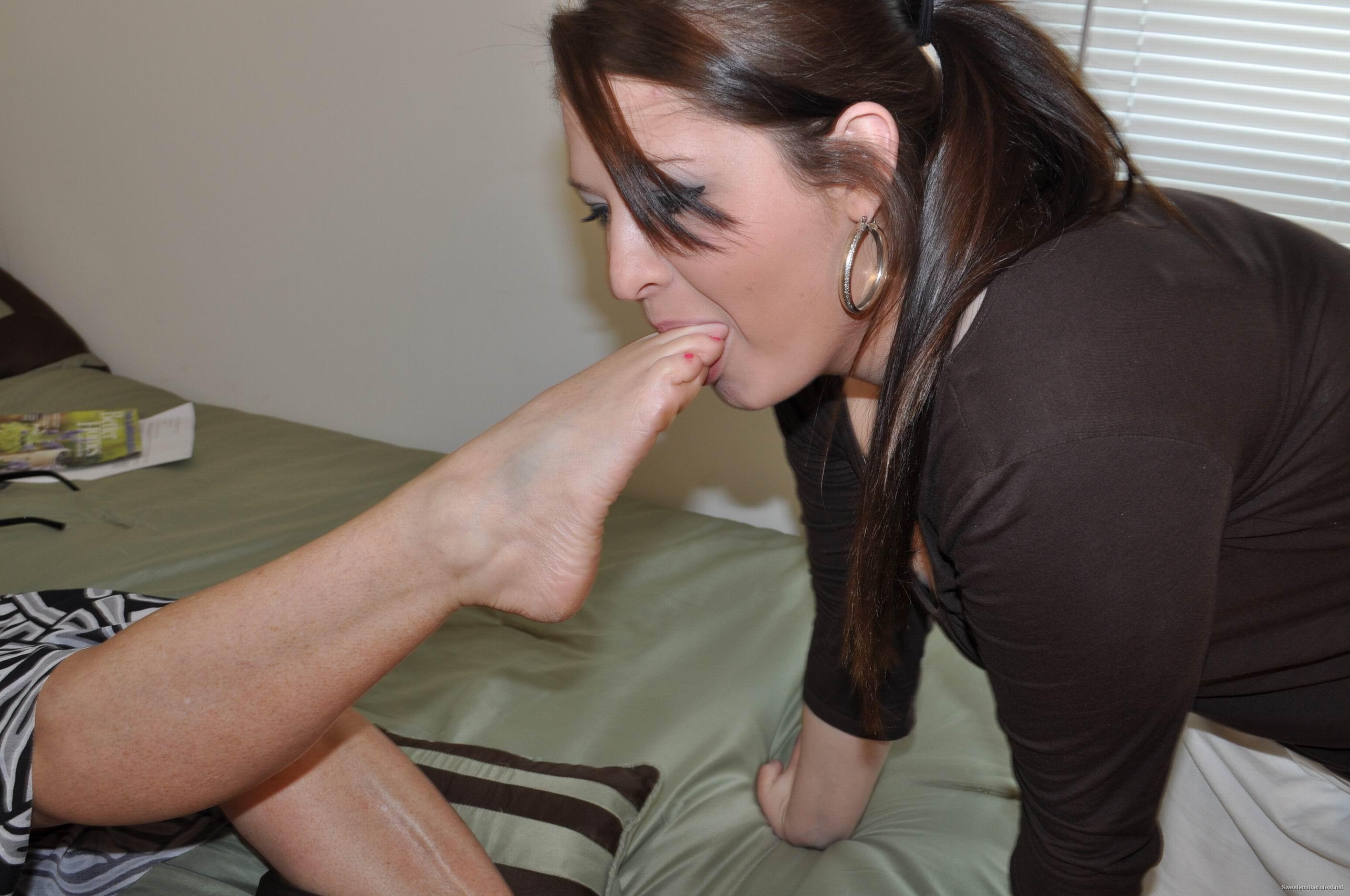 Целуйте ноги рабы 3 фотография